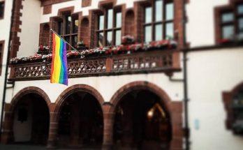 Regenbogenfahne Rathaus Freiburg